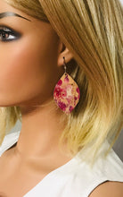 Load image into Gallery viewer, Cranberry Splash Cork Leather Earrings - E19-827