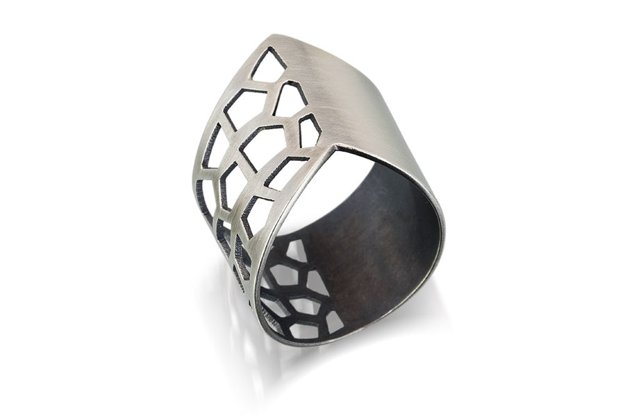 V ring - honeycomb
