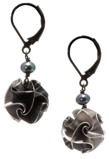 flora with pearl earrings - ox/silver