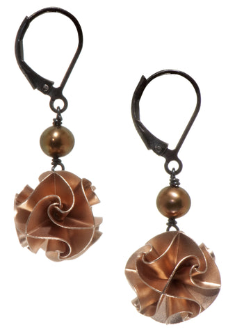 flora with pearl earrings - rose