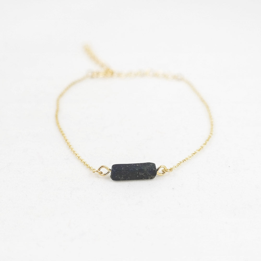 sophari | Block Bar Pendant Bracelet in Gold with Midnight Blue Stone