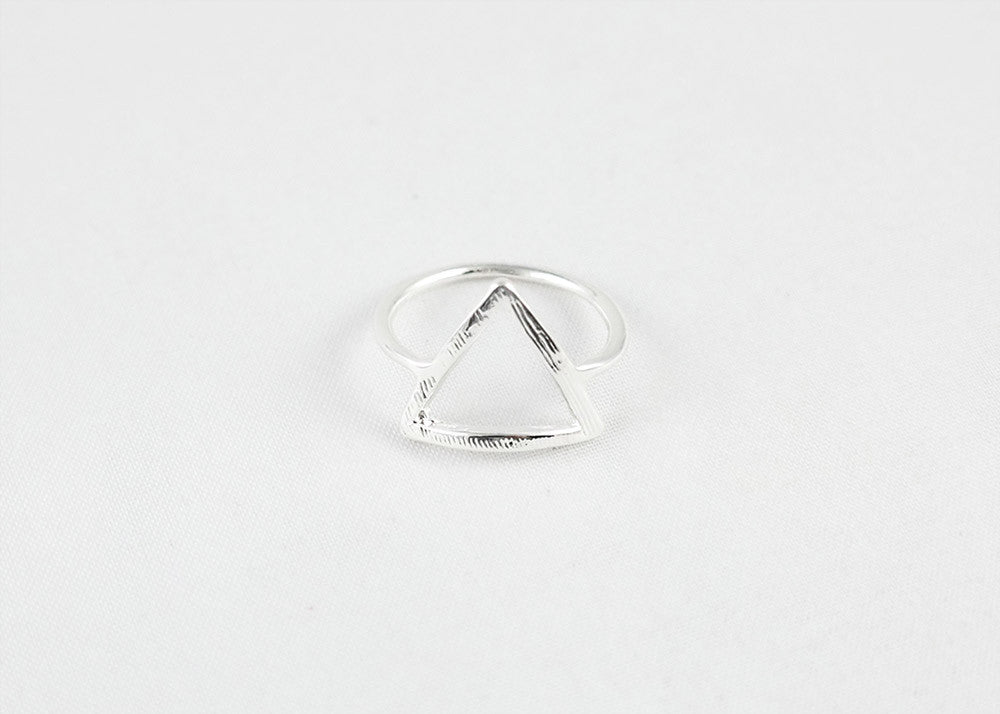 sophari | Delta triangle ring in silver plated
