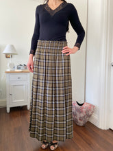Load image into Gallery viewer, STELLA SKIRT IN GREEN TARTIN