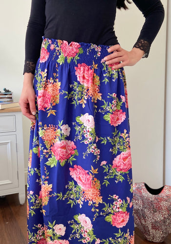 STELLA SKIRT IN BLUE WITH BIG FLOWERS