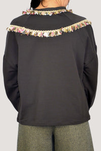 SWEATSHIRT IN BROWN WITH NECKLACE