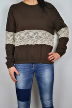 Load image into Gallery viewer, SWEATSHIRT IN BROWN WITH LACE