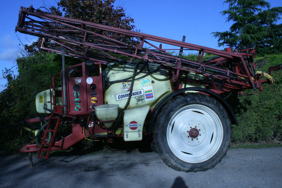 Trailed Hardi Sprayer 21m and 2800L Tank