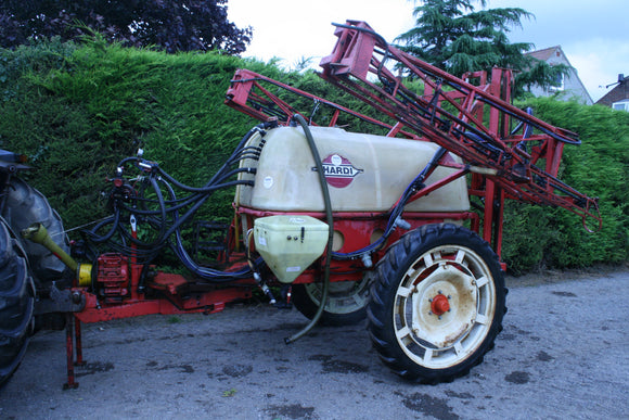 Trailed Hardi Sprayer 16m and 1500L Tank