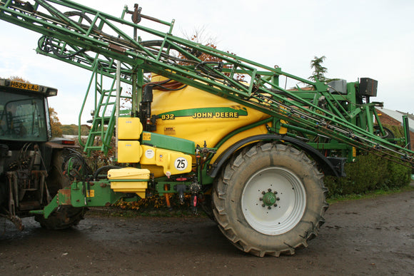 Trailed John Deere Sprayer 28m and 3200L Tank