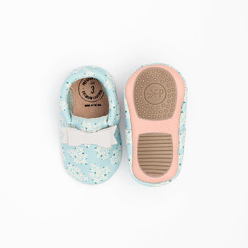 Blue Baby's Breath Bow Mocc Mini Sole