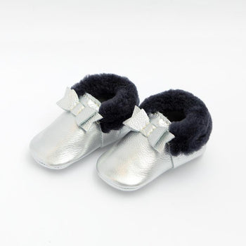 Chrome with Navy Shearling Bow Mocc Shearling Bow Mocc Soft Soles