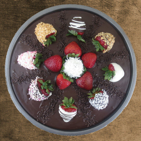 Chocolate Dipped Strawberries Pizza