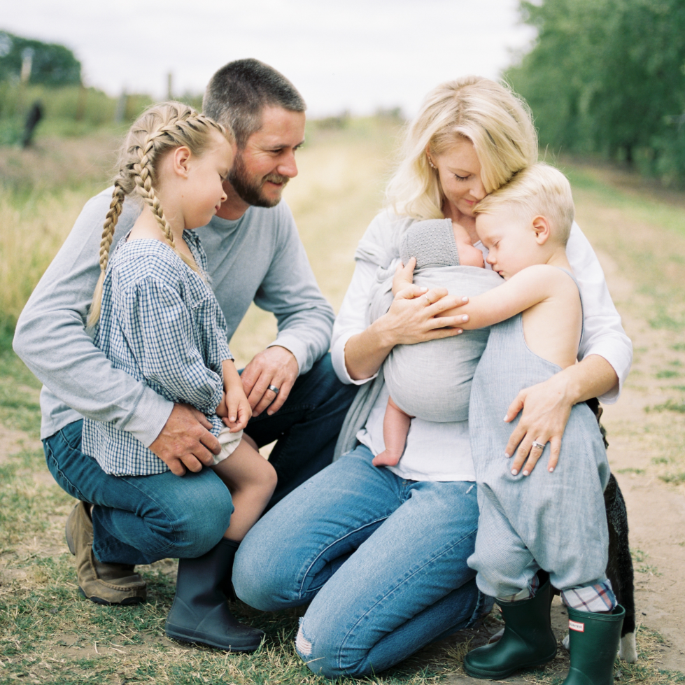 Beautiful Family Session On The Farm with Anna Lord