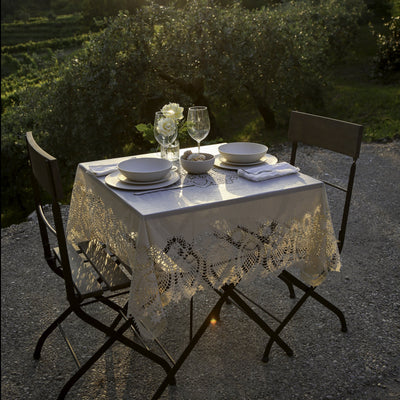 Tuscany Bistro Lace Vinyl Tablecloth / Mocha