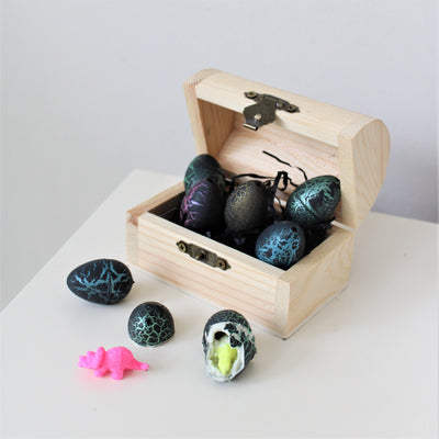 Wooden Chest With 6 Mini Hatching Dinosaur Eggs
