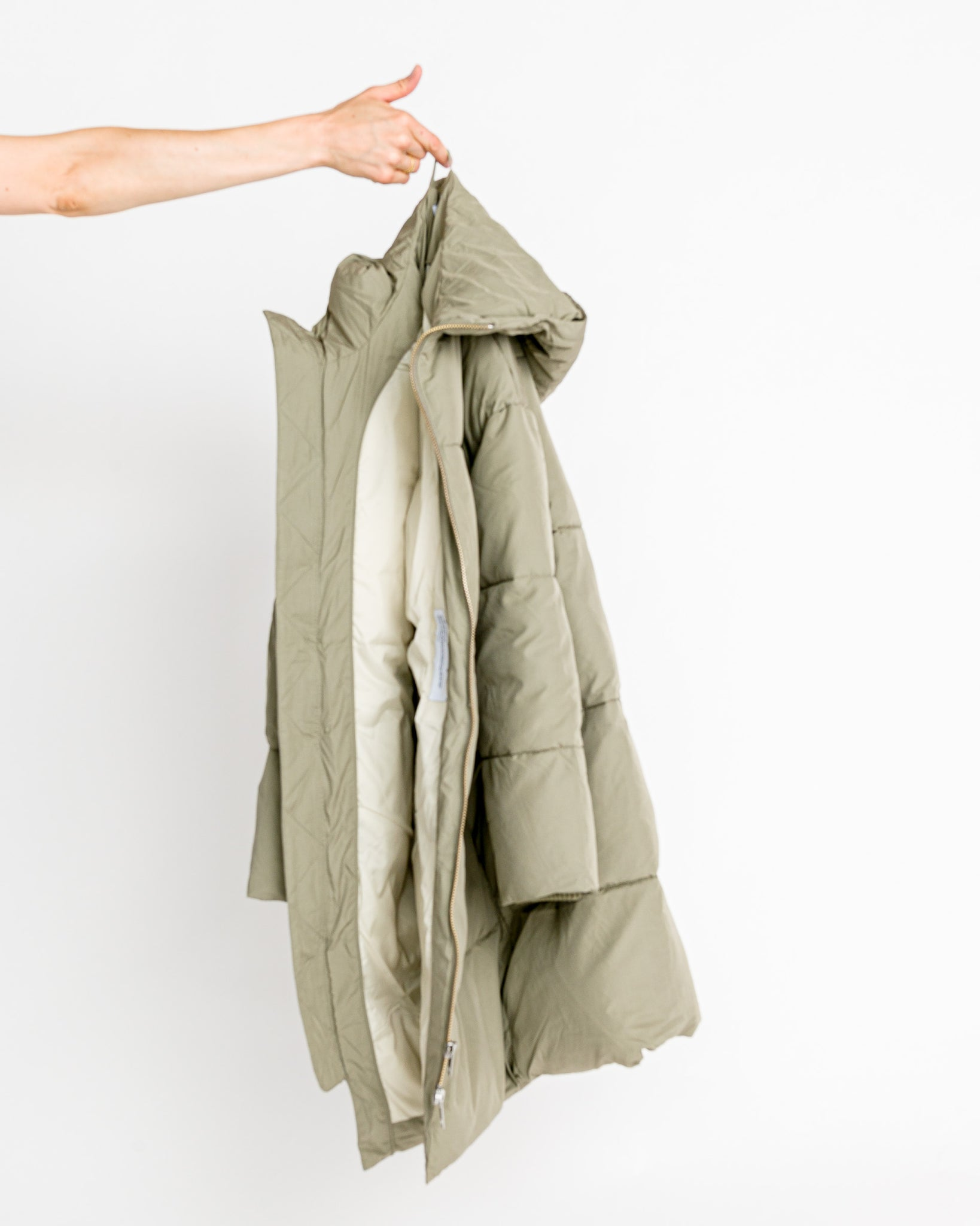 Embassy Of Bricks And Logs // Vegane Winterjacke Elphin Pale Olive