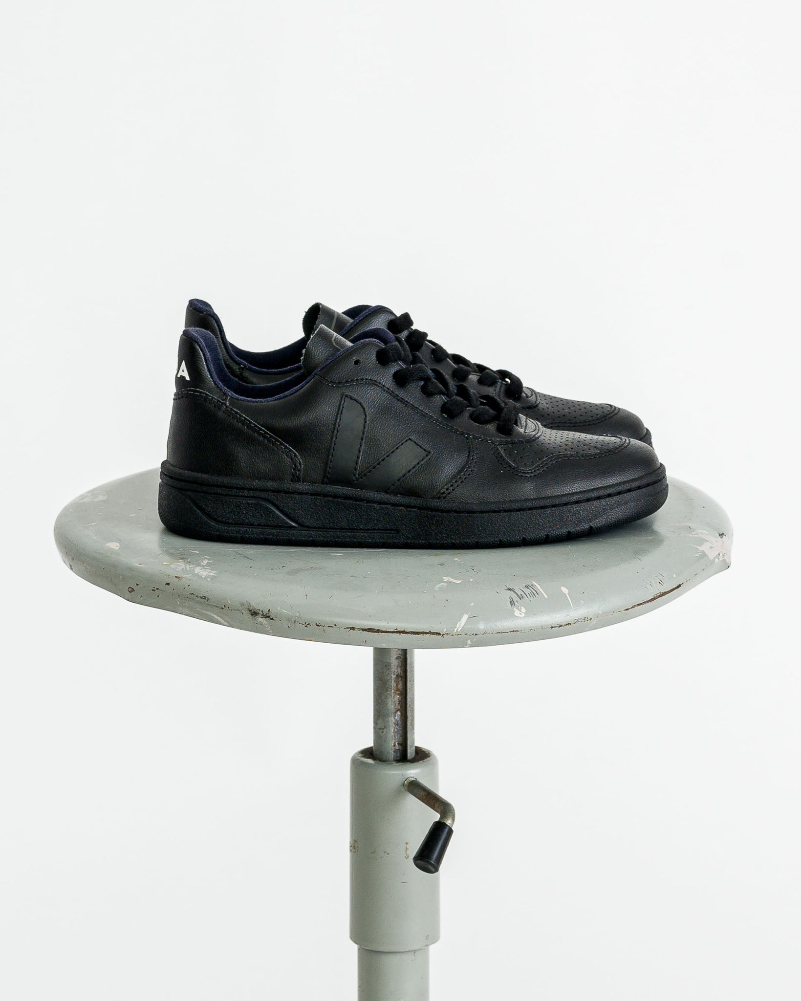 Veja  // V-10 CWL all black vegan