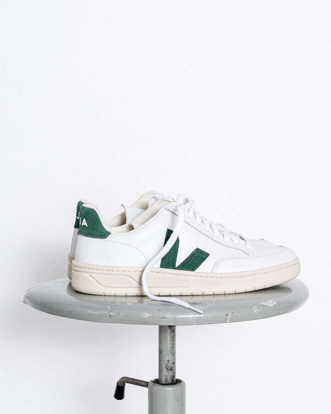 Veja  // Sneaker V-12 Leather Extra White Cyprus