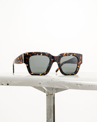 Waiting for the Sun // Sonnenbrille Radelaide Demi Brown Tortoise
