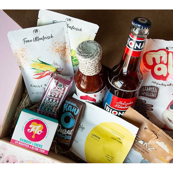 Load image into Gallery viewer, Cesquis Vegan Boxes - Suscripción 3 Meses Vegan Box - Cesquis Vegan Shop