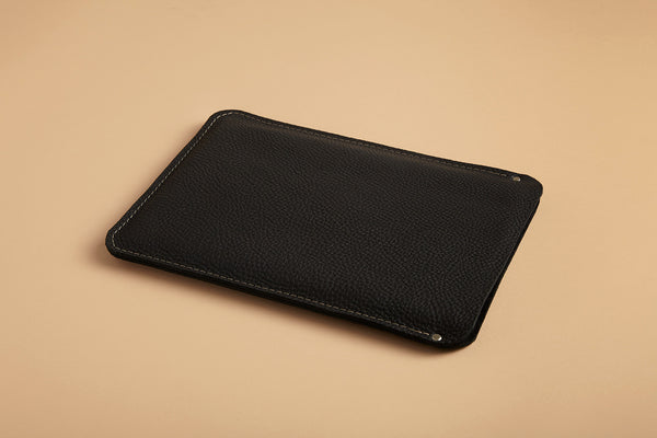 Laptop sleeve - True black leather