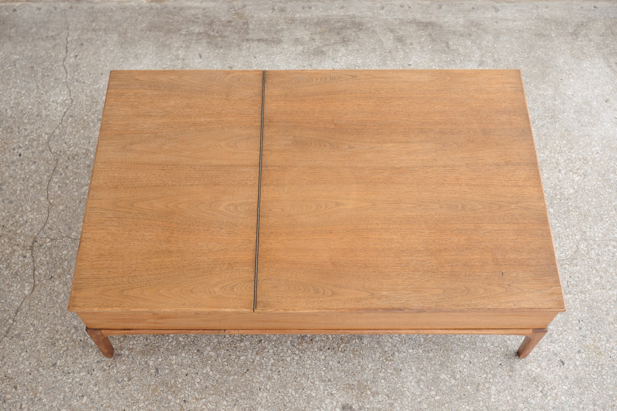 MC Lift Top Coffee Table
