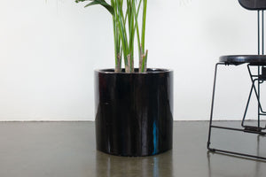 "15"" Pot / Planter - Gloss Black Fiberglass"