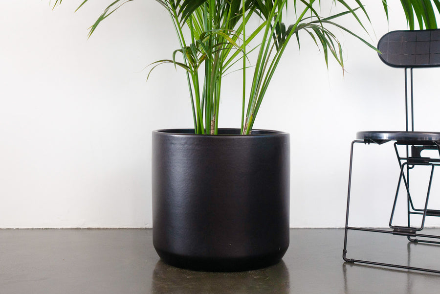 "18"" Pot / Planter - Matte Black Cylinder"