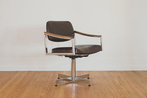 HS Collection Leather Chair