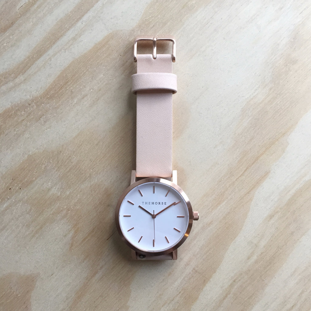 THE HORSE Original / Brushed Rose Gold / White Face / Veg Tan Leather