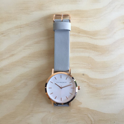 THE HORSE Original / Polished Rose Gold / White Face / Grey Leather