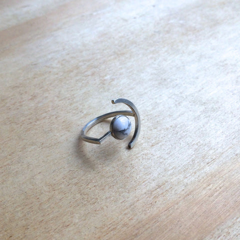 Here and There Ring, Howlite