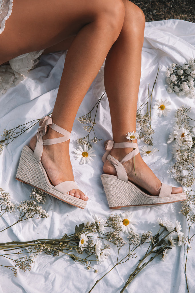The Best Shoes for an Outdoor Wedding