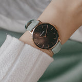 wrist photo - Rose Gold leather strap - 18 mm - Svelte - black dial