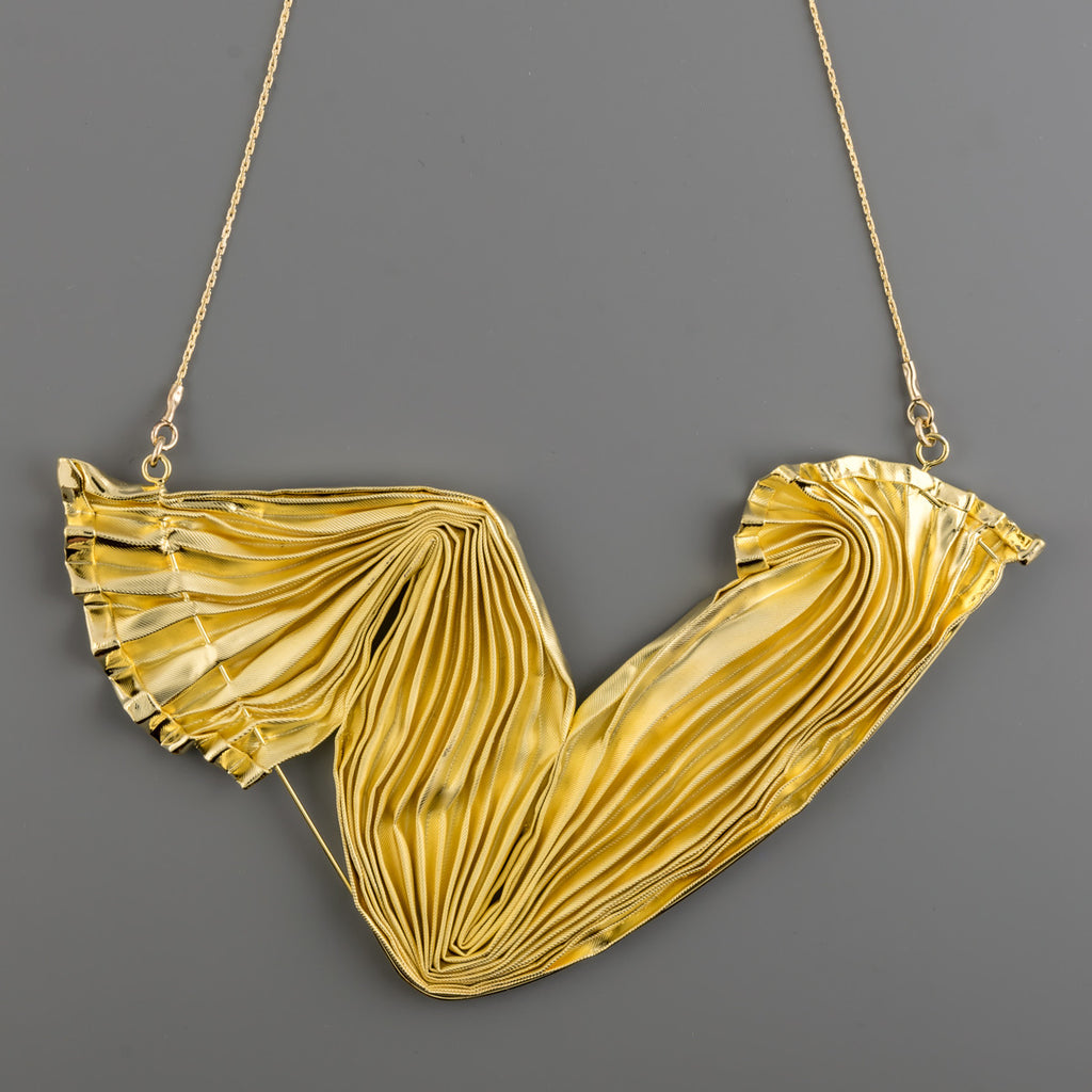 Gold coated plisse fabric short necklace A-070