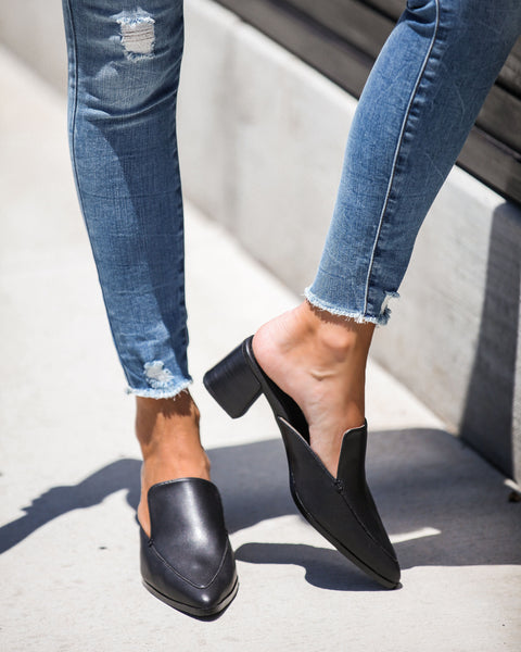 Best In The Biz Pointed Heeled Mule - Black