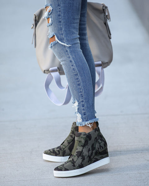 Extra Mile Wedge Sneaker - Camo