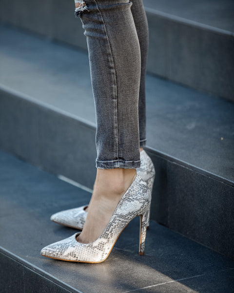 Front Row Python Pumps
