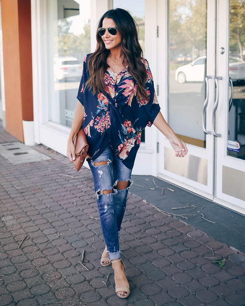 Amaryllis Floral Twist Top - Navy