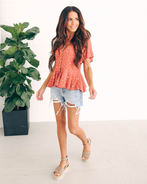 Free Fallin' Button Down Flutter Top - Coral