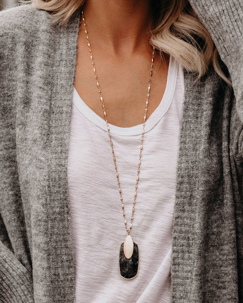 Artistic Flare Oval Pendant Necklace - Grey