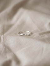 Soft wave ring in silver