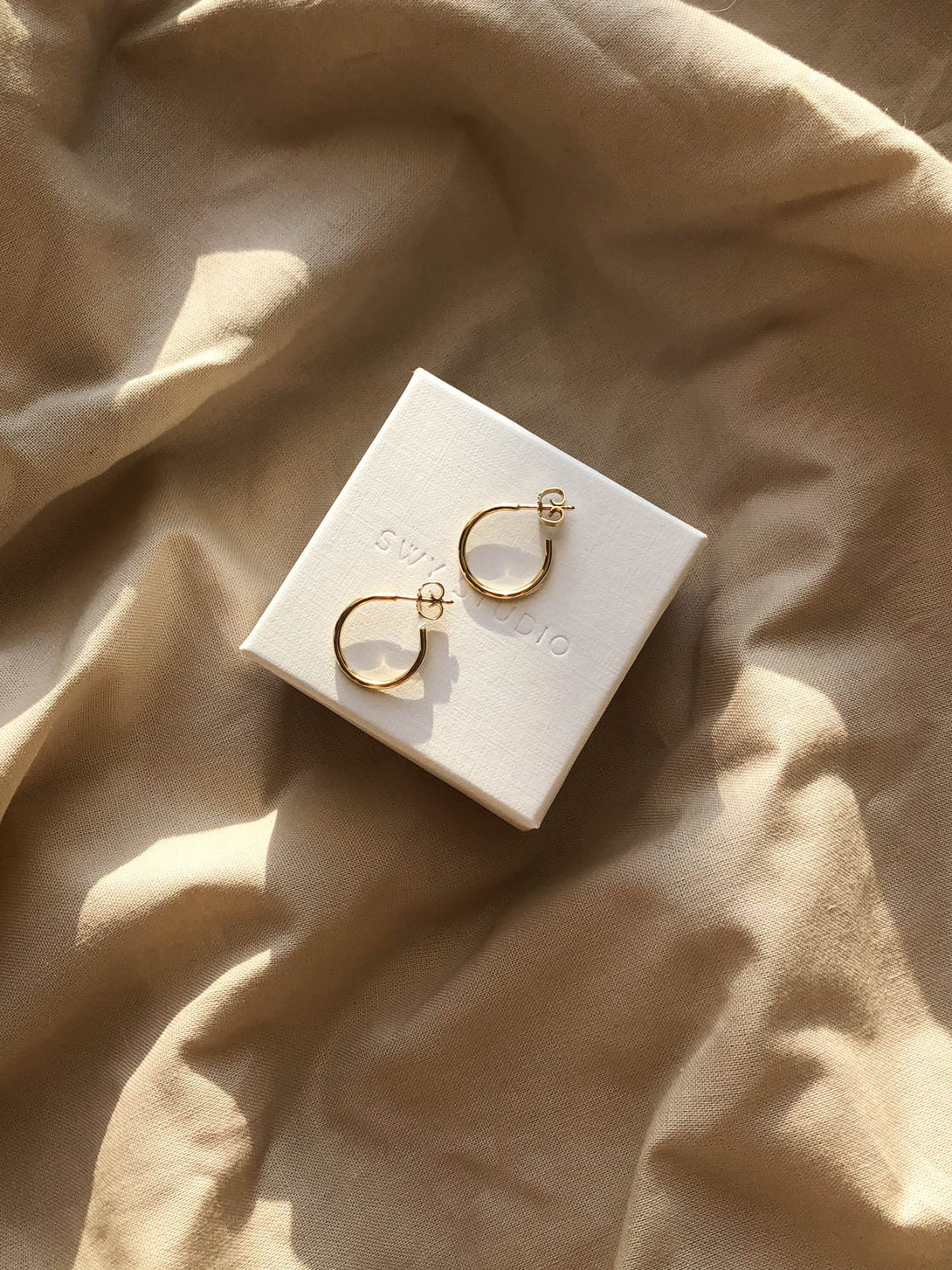 Simple hoops medium in gold vermeil