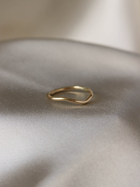 Soft wave ring in 14 karat gold