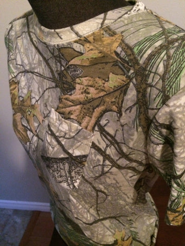 Camouflage tshirt size small - Carrie's Closet  - 1