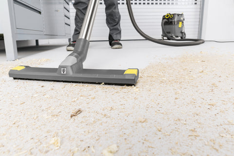 Karcher NT 30/1 Tact Te HEPA vacuum in use