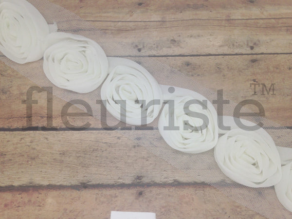 New Style Petite Solid Shabby Rose Trim - Ivory