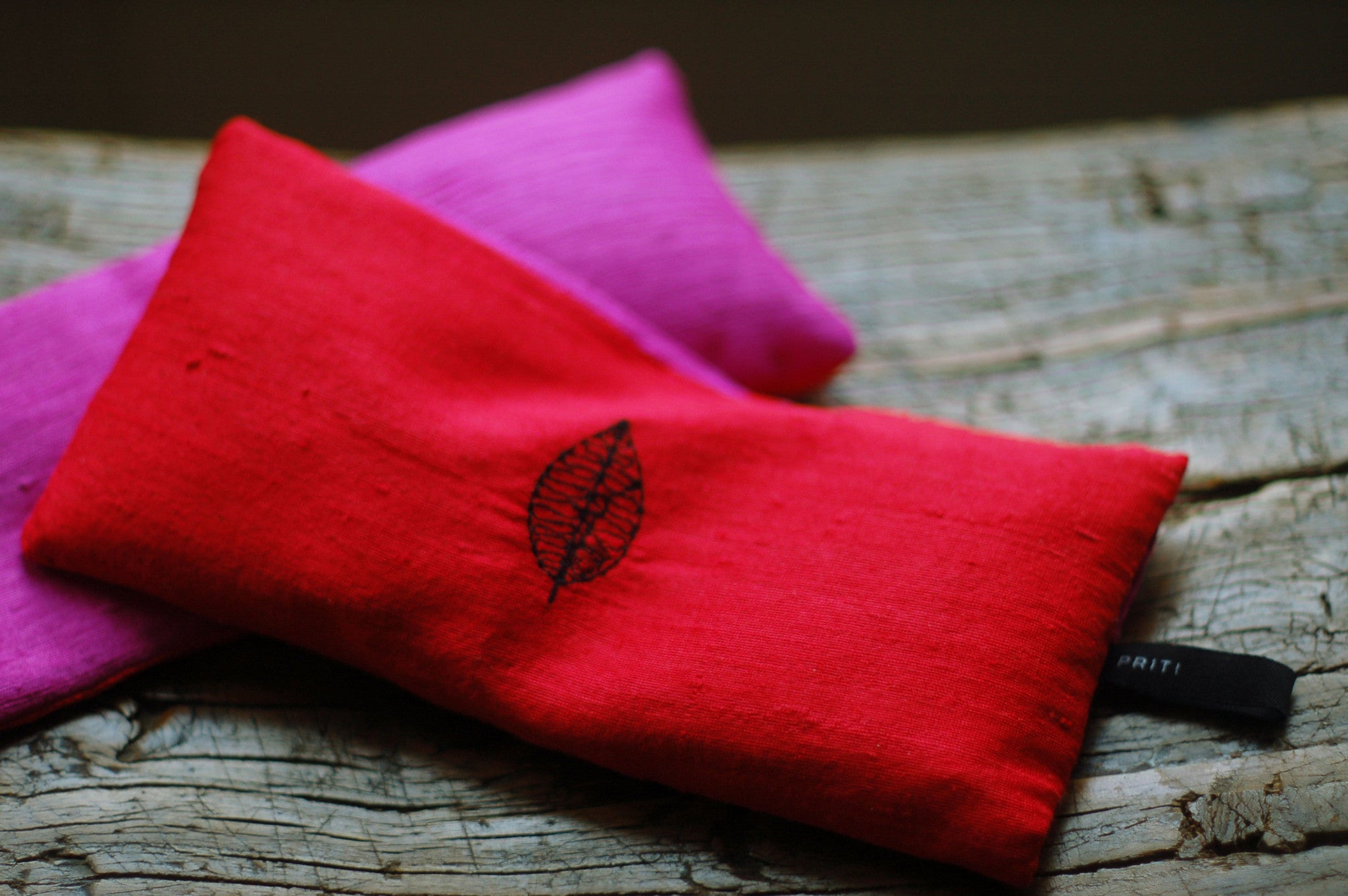 Priti Collection Silk Eye Pillow. color : raw fire and magenta two-tone