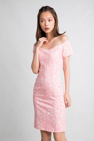 Ava Off Shoulder Prints Dress In Pink