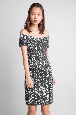 Ava Off Shoulder Prints Dress In Black